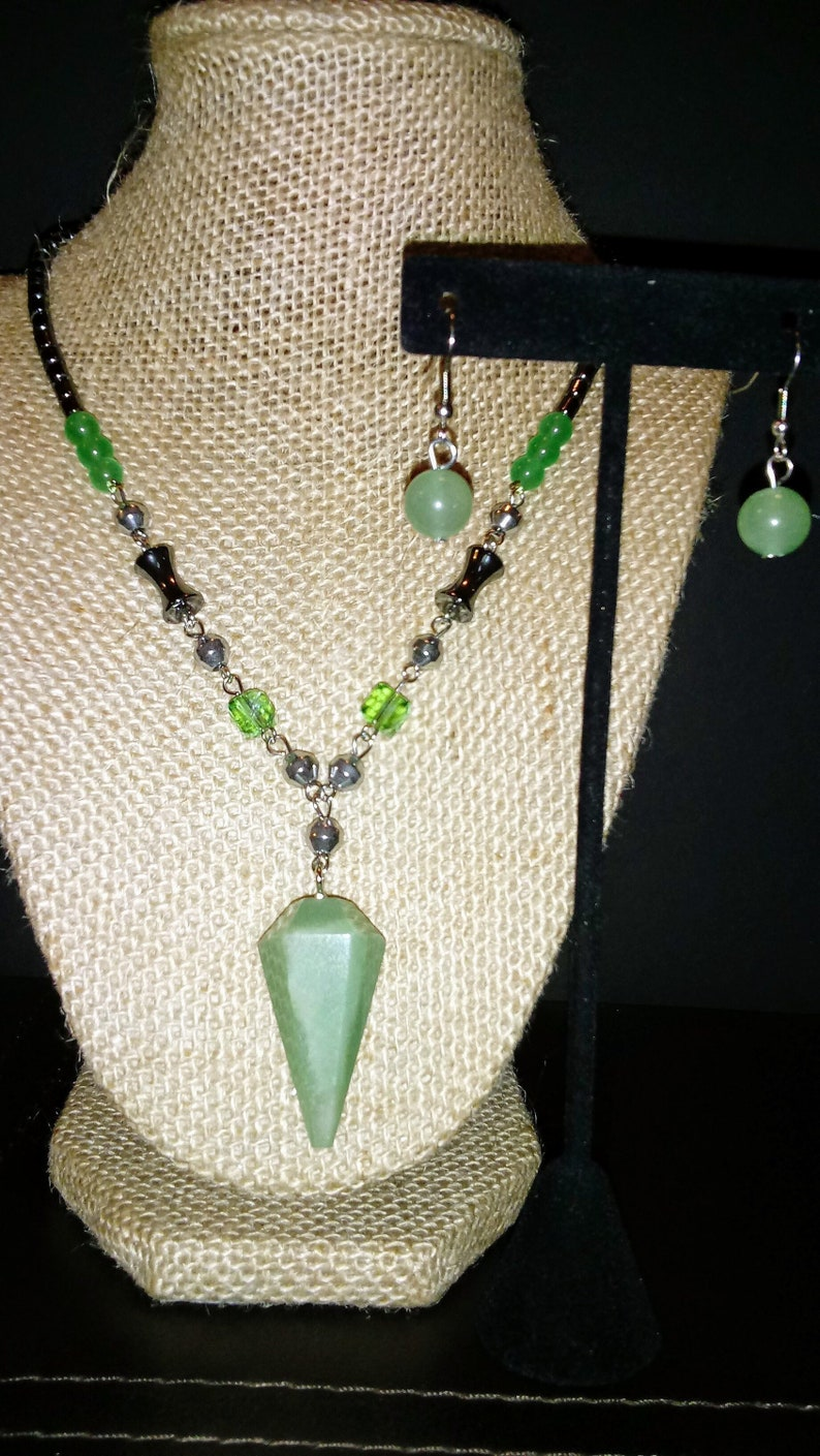 Hematite Silvertone /& Stainless Steel Dangle Earrings and Necklace 19 in. Adventurine Simulated Peridot