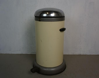Nostalgic garbage can from KB Hanau