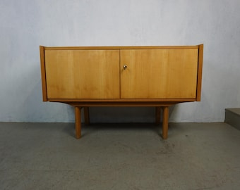 Mini sideboard in maple and armour in Scandinavian style