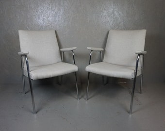 Set of two magnificent designer chairs by Thonet