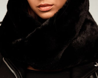 """NEW~MODERN /""""FUN FUR/"""" SNOOD IN PINK,CREAM AND BLACK A GREAT ACCESSORY !"""