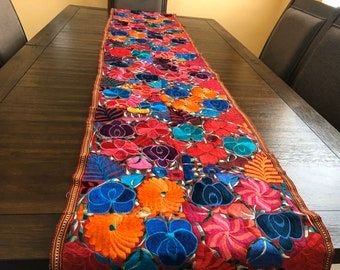 Embroidered Mexican Table Runner, Floral Embroidery Table Runner, Corredor de Mesa, Chiapas Table Runner, Camino de Mesa Chiapas