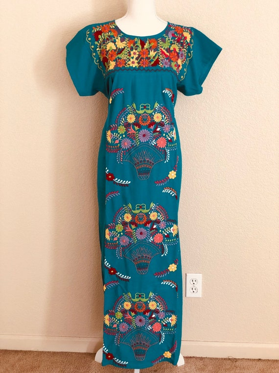 MEDIUM Off the shoulder Mexican Dress Fiesta Dress Vestido Campesina Bordado Mexican Peasant Dress Mexican Embroidered Dress
