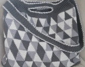 Shoulder bag with triangle pattern
