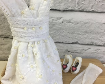 White Broderie Anglaise dress for Blythe Doll - Shoes and Tights - Complete Outfit