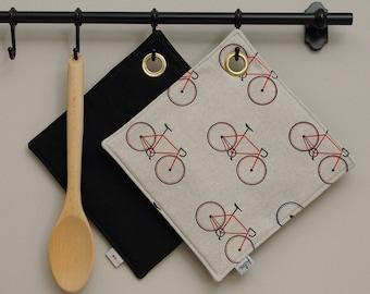 Topflappen Fahrräder, beiger Topflappen mit roten und blauen Fahrrädern, Küchentextilien, Geschenk für sie, bike, Geschenk Umzug Einzug