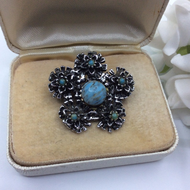 Vintage Turquoise Chaton /& Acrylic Seed Bead Silver Tone Flower Brooch Pin