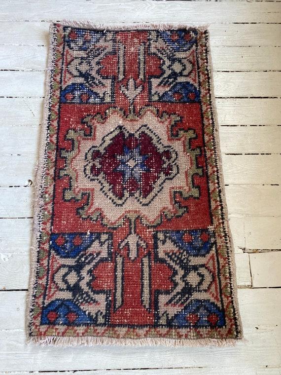 "Eden mini rug 1'7""x2'8"""