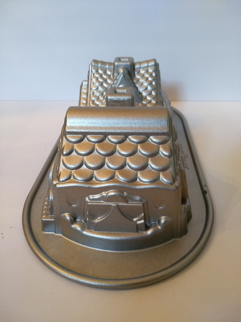 Nordic Ware Made In The USA 5-Cup Cast Aluminum Gingerbread House Duet Cake Pan Mold