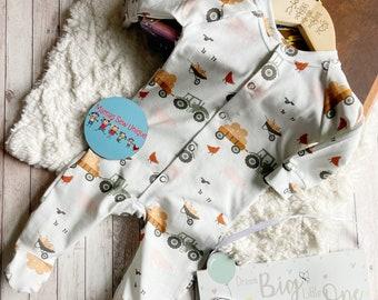 Unisex farm sleepsuit, baby clothes, farm baby clothes, baby clothes with a farm, baby tractor clothes, baby gift, tractor outfit baby boy,