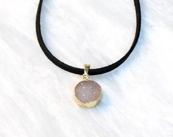 Druzy choker necklace, Dainty druzy agate choker, druzy necklace, Black boho choker, druzy pendant gold, Druzy stone choker, Crystal choker.