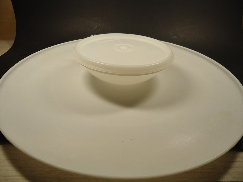 Tupperware large round party platter /& dip bowl container