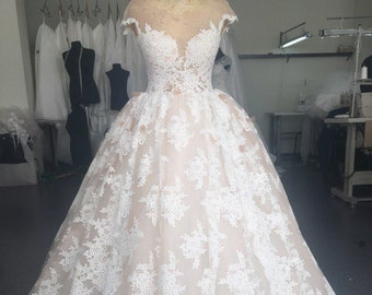 Lace Wedding Dress Long Trail Wedding Dress Classic Bridal Gown Plus Size  Wedding Dress Magnificent Wedding Dress Lace Bridal Gown Ball Gown 92c31a0a8218