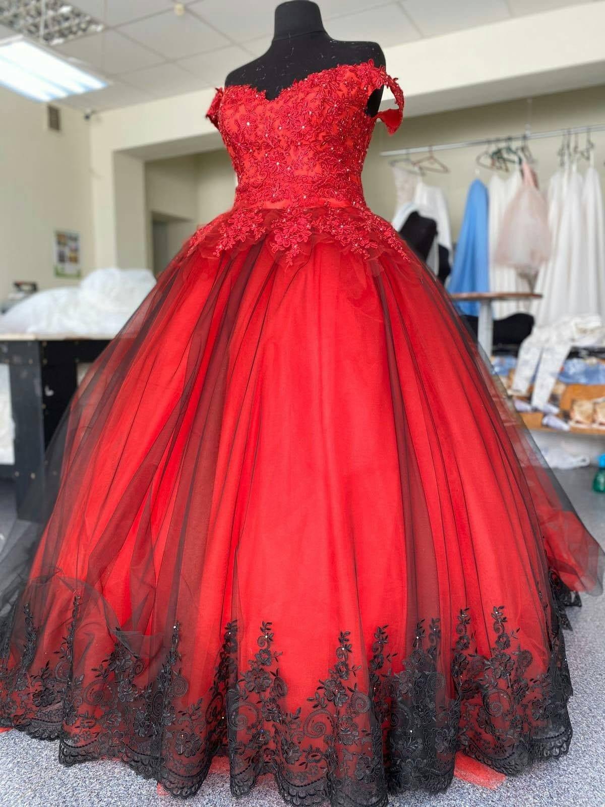 Red Weding Dress Gothic Wedding Dress Black Wedding Dress Gothic Ball Gown  Alternative Wedding Dress Black Lace Wedding Dress Lux Dress