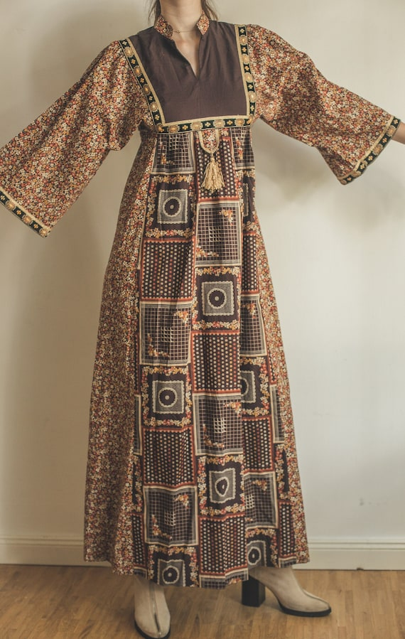 70s maxi dress with fantastic pattern, flower powe
