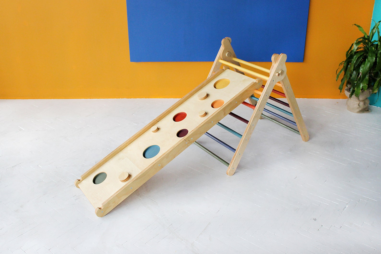 Gift Idea for Toddlers | Pikler triangle will keep your toddler busy for hours!