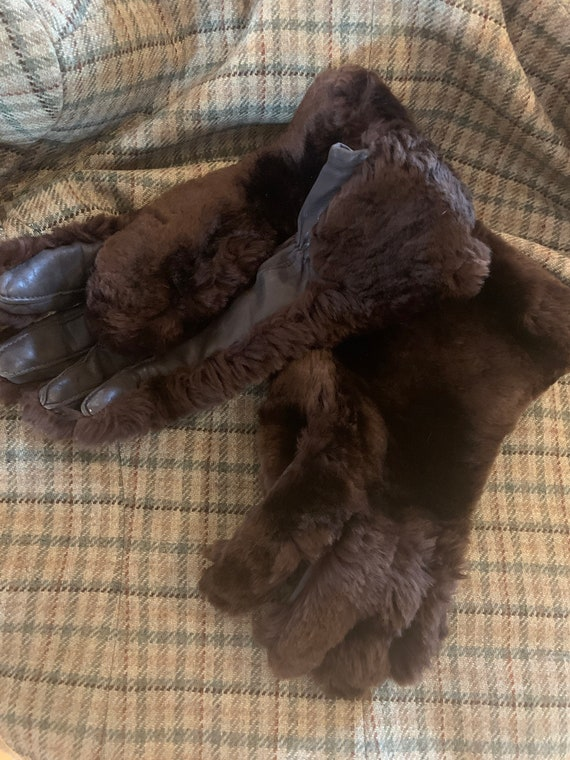Vintage 1950s brown faux fur and leather  gauntlet