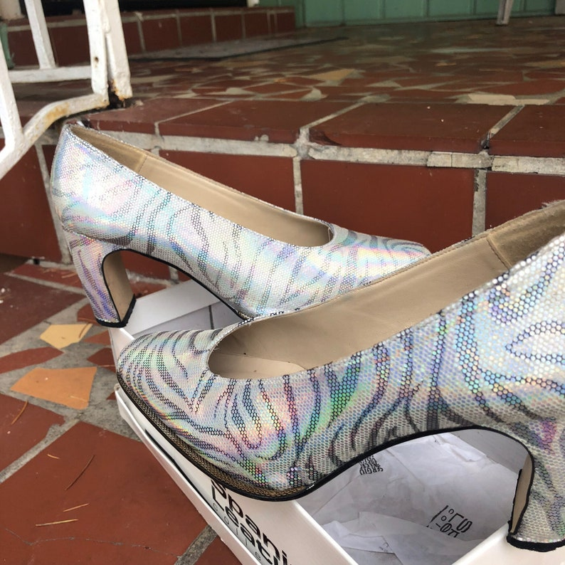 Silver iridescent snakeskin pump