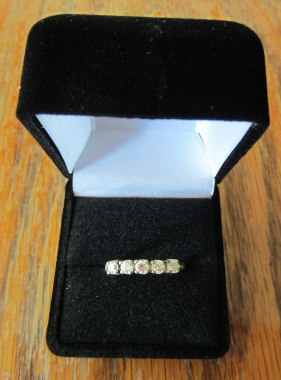 Vintage Signed JED DQ Diamonique 925 Sterling Silver 5 Stone Faux Diamond Cubic Zirconia CZ Rhinestone Promise Engagement Wedding Band Ring
