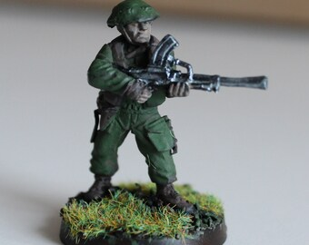 Figurine English soldier with heavy weapon (bren) of the Second World War