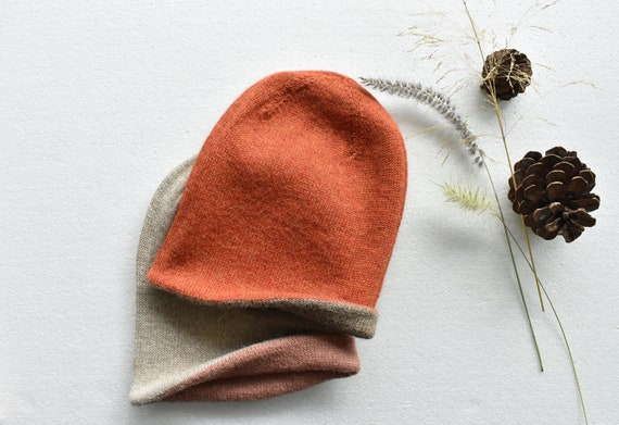 Alpaca double sided slouchy beanie hat. Reversible hand knit warm alpaca hat. 2 in 1 beanie, more colours inside. Rust hat. Ready to ship.