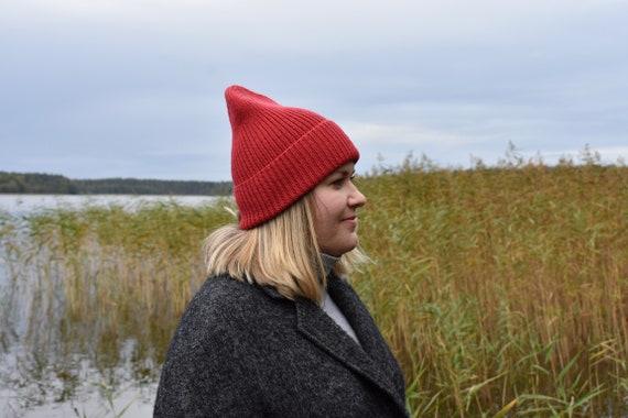 Ribbed red wool beanie/ribbed cuffed beanie/stylish autumn-winter merino wool beanie hat. Made to order.