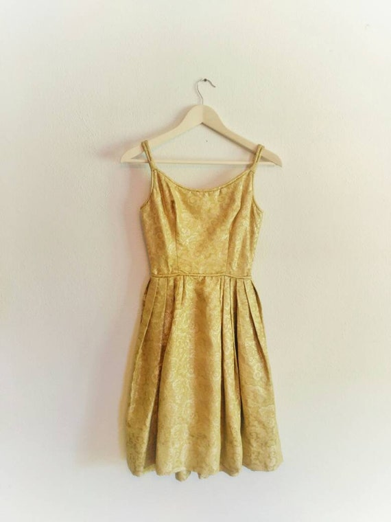 1950s gold dress, sparkly tapestry fabric fit and