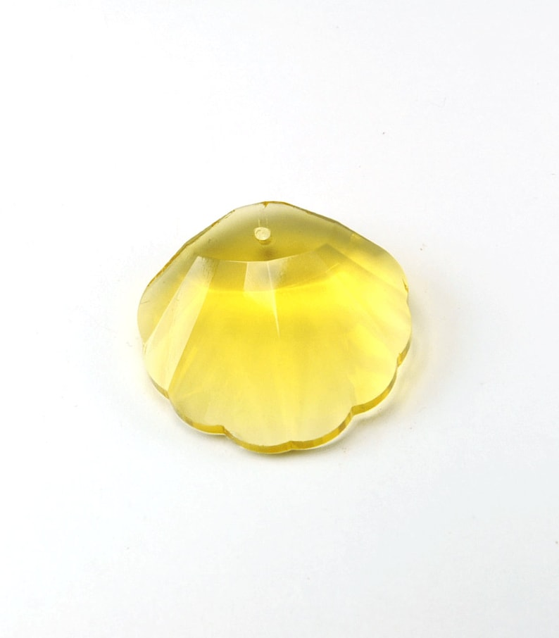 Stunning shell pendant 28 mm crystal yellow facets