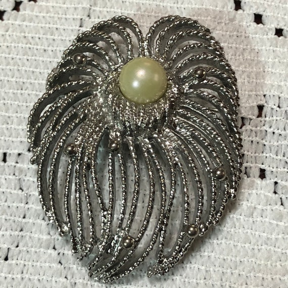 Sarah Coventry brooch - image 3
