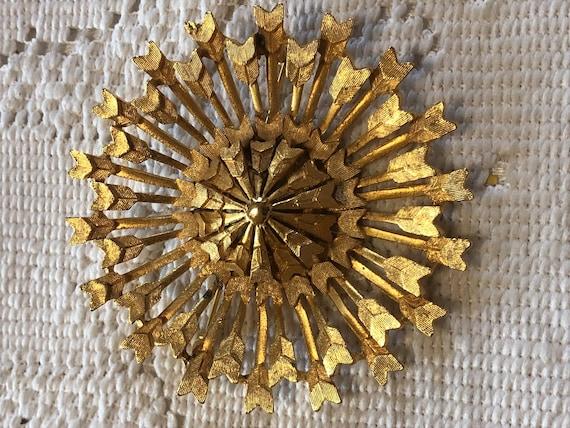 Gold tone arrow end brooch