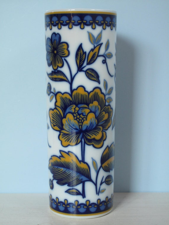 Un hermoso jarrón K & A Krautheim Selb Bavaria Alemania Real Cobalto Art Deco Porcelana Rosas Azules Amarillos