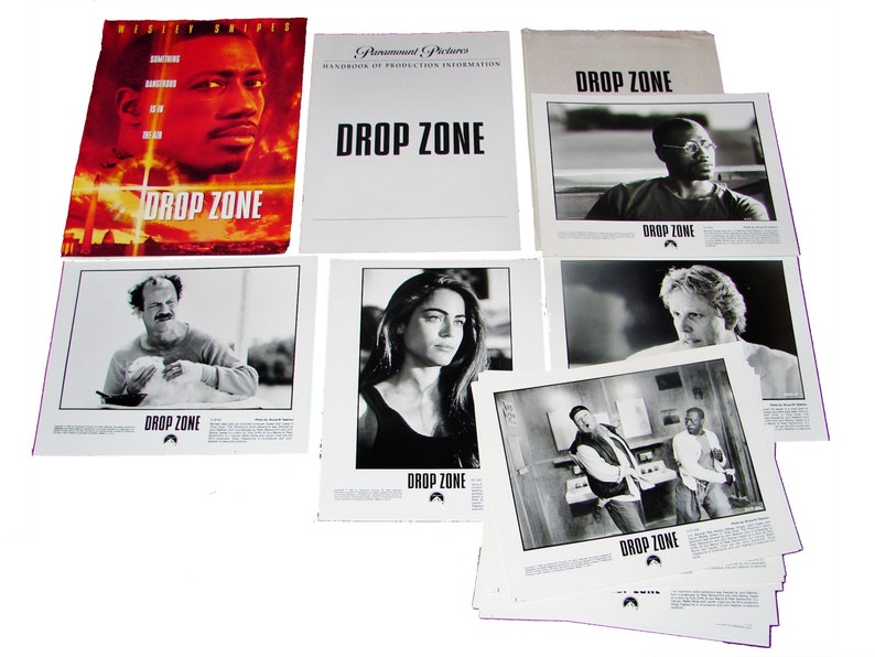 1994 DROP ZONE Movie Press Kit Folder Production Handbook image 0