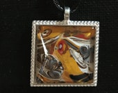 Fluid Art Necklace - Square gold glamour