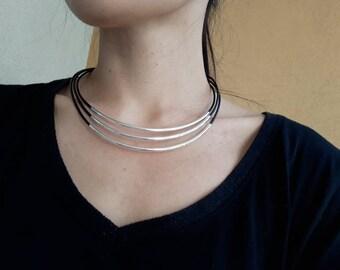 4bb01cb5ea423 Collier artisanal cuir/Cadeau pour femme/Cadeau original/fermoir Chainette  réglable en acier inoxydable.