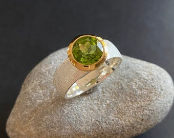 Peridot silver ring with gold, faceted Peridot designer ring in silver, Statement Silver ring with gold, green Peridot silver ring
