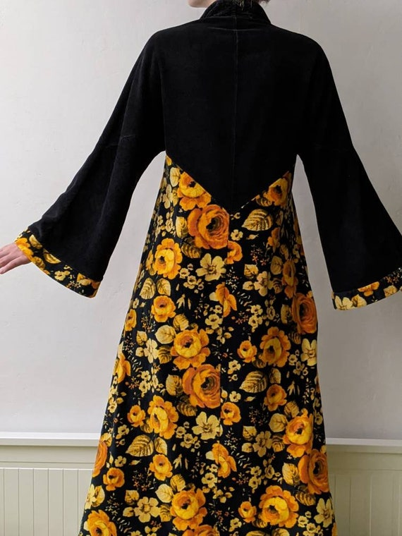 XSm vintage black & orange roses velour terry clot