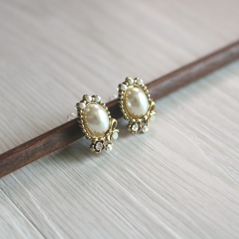 invisible clip on earrings stud clip on earrings resin clip on earrings non pierced earrings Vintage pearl stud clip on earrings