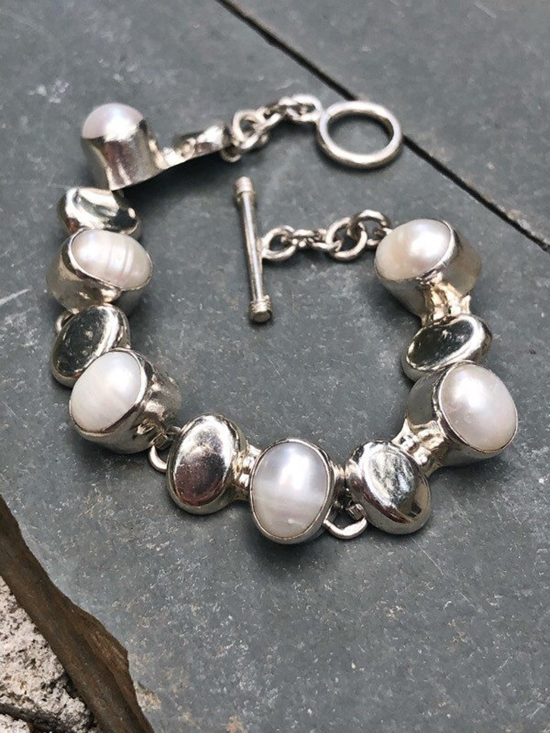 Vintage 925 Heavy Mexican Sterling Silver and Oval Saltwater Pearl Toggle Clasp Chain Bracelet