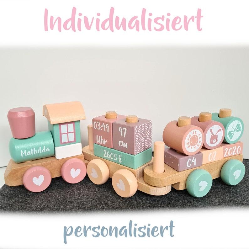 Locomotive en bois version fille - Créatrice ETSY : SchmatzepufferKids