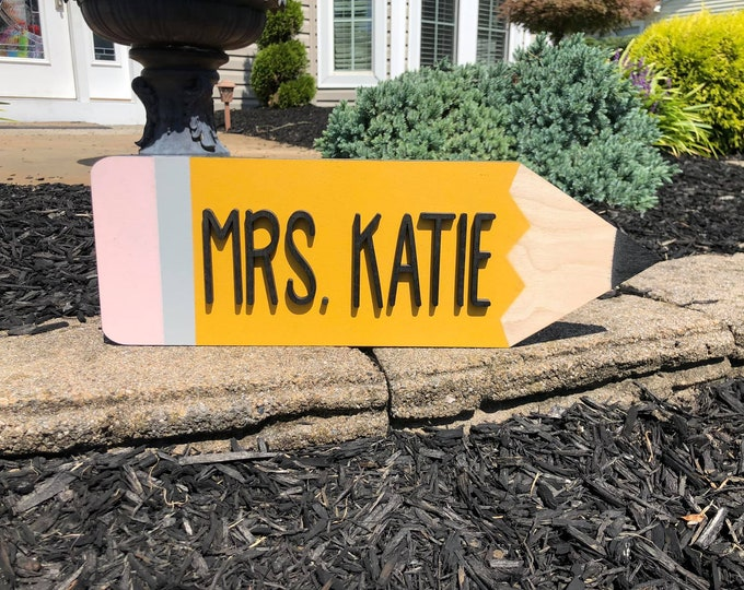 Teacher pencil name sign