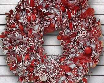 Deco Mesh Christmas Wreath, Candy Cane Wreath, Red and White Christmas Decor, Candy Cane decor, Holiday Candy wreath