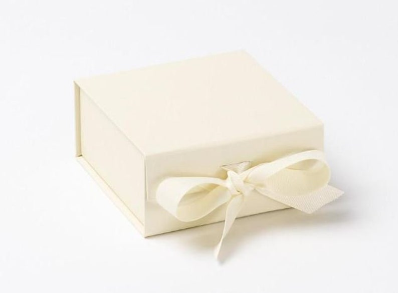 Bridesmaid gift box Ivory Wedding Favour Box Flower girl gift box Jewellery Box Small Luxury Ivory Magnetic Gift Box with ribbon