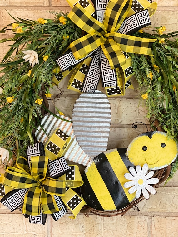 Bumblebee, Wreath,Bumblebee Grapevine, Wreath, Bumblebee Decor, Metal Bumblebee, Bee Front Door Wreath, Bee Wreath