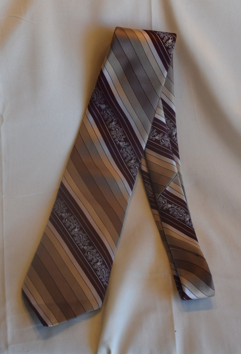 Standard Length Diagonal Stripes in Shades of Brown  Paisley Vintage Men/'s Necktie Myers Brothers  MB  The Men/'s Store