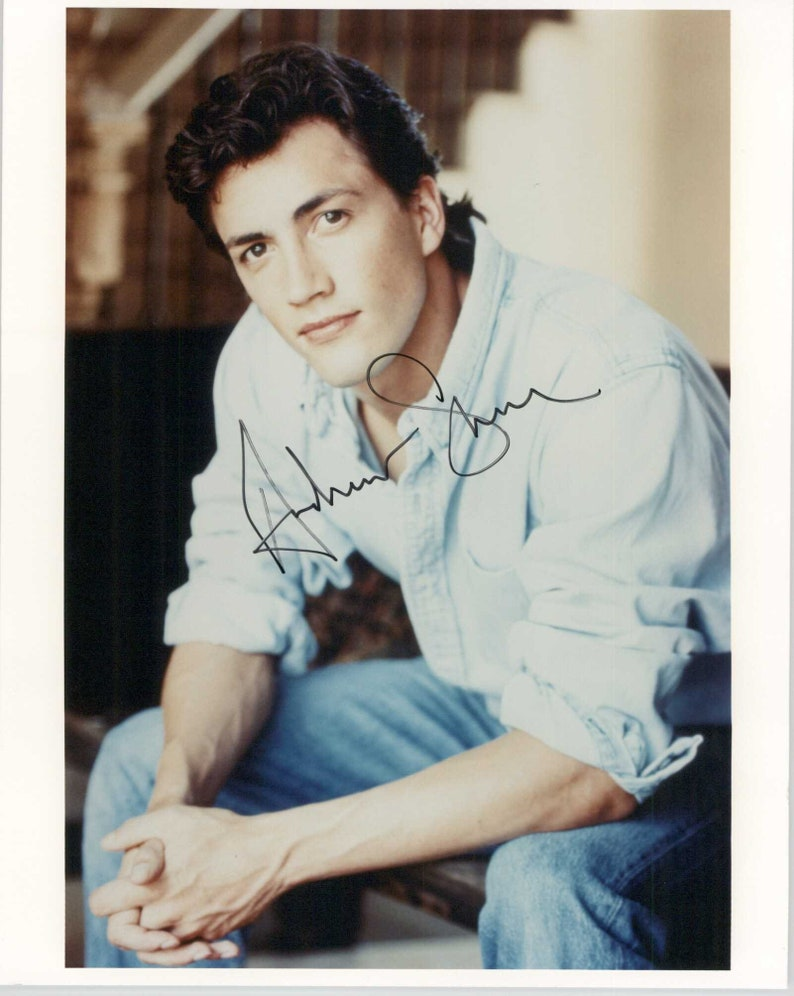 Andrew Shue Signed Autographed Glossy 8x10 Photo COA Matching Holograms