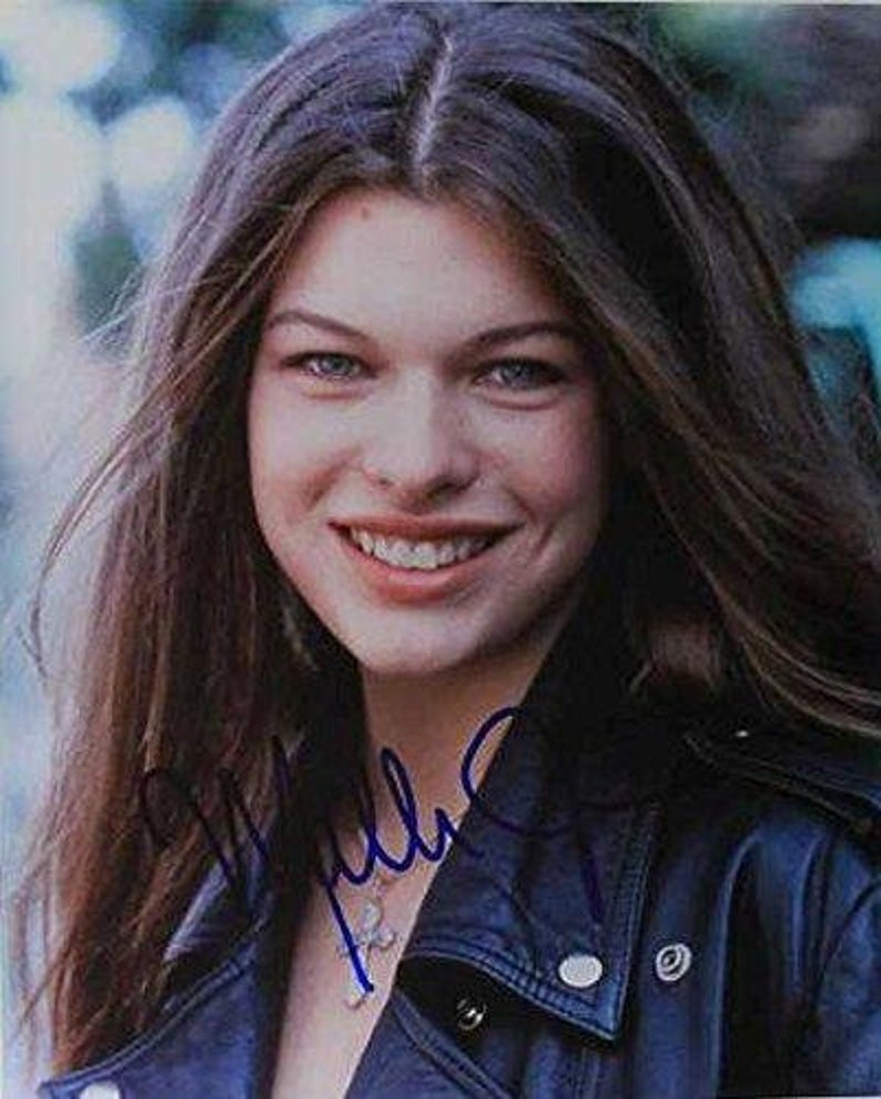 COA Matching Holograms Milla Jovovich Signed Autographed Glossy 8x10 Photo