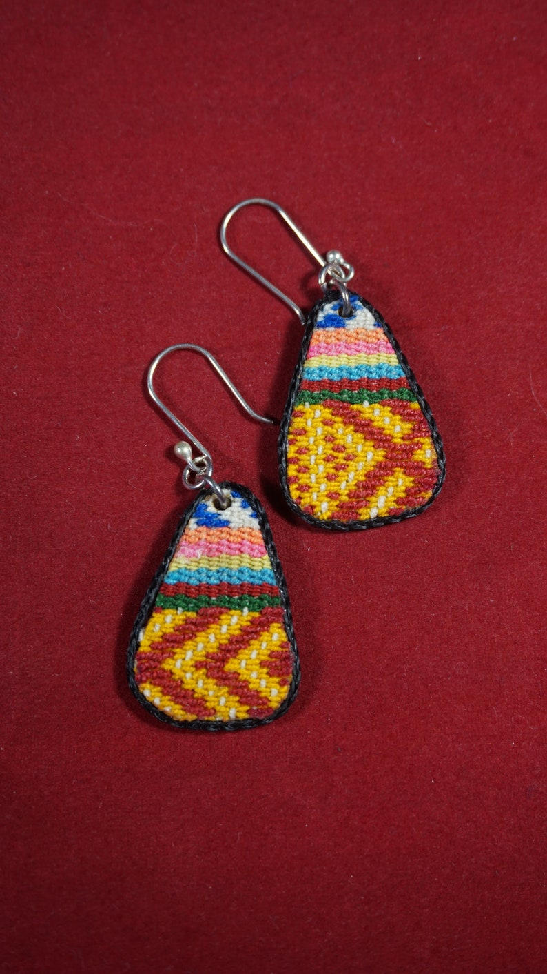 Peruvian 950 silver earrings and old recycled blanket multicolore