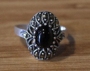 Chunky vintage Art Deco resin peacock peony flower ring