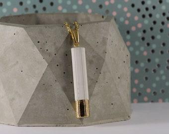 Betonanhänger mit Blattgold veredelt und einer Edelstahlhalskette in Gold