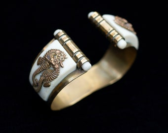 Vintage 1930s Art Deco Jean Painleve Seahorse French Cream Bakelite and Brass Bangle Bracelet